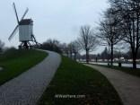 11. Molinos Koeleweimolen y Sint Janshuis Mill, Brujas, Belgica. Bruges Belgium