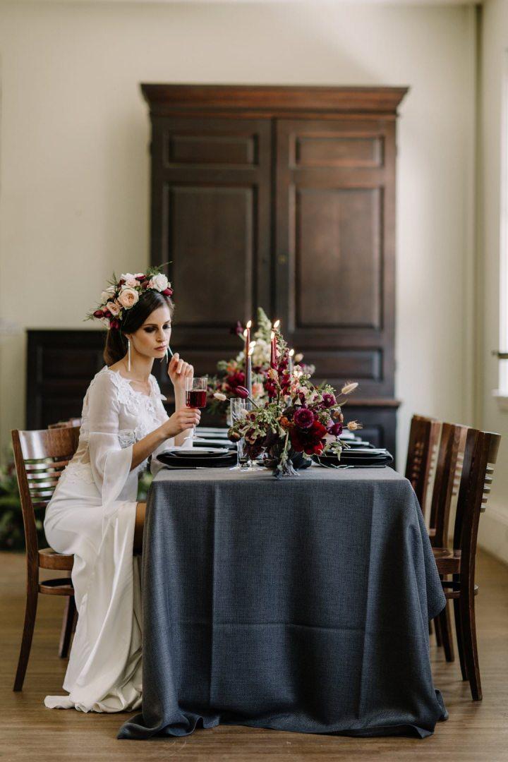 modern wedding tablescape with grey linen and contemporary black dinnerwarealways andri wedding planner