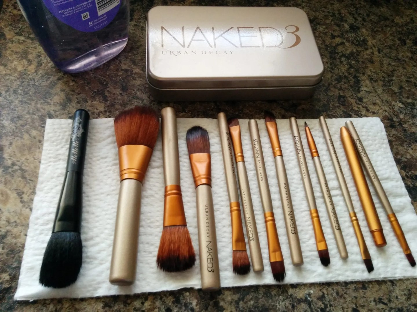 Easy Makeup Brushes Cleansing Tutorial