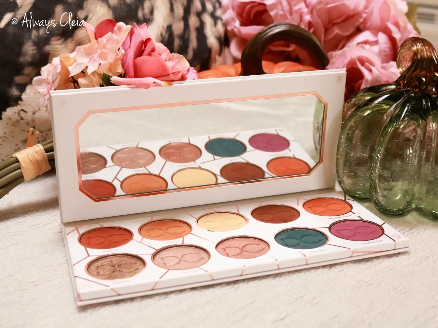 Dominique Cosmetics Latte Eyeshadow Palette Review