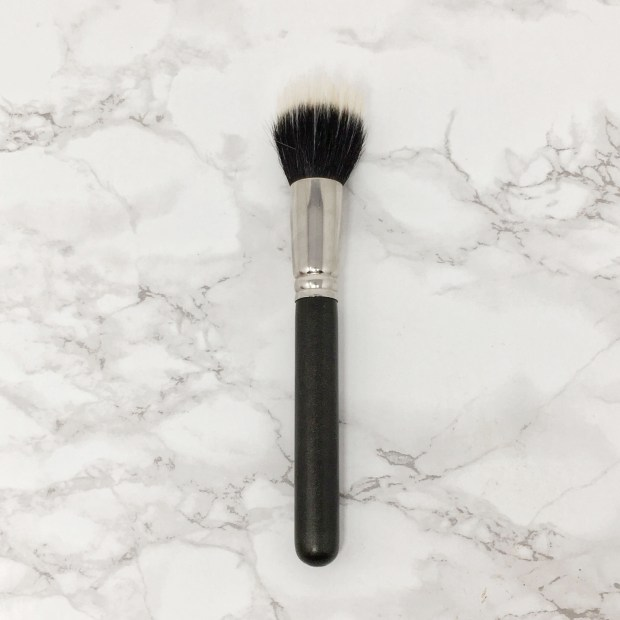 MAC 187 Duo Fibre Face Brush Buffer 02