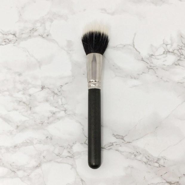 MAC 187 Duo Fibre Face Brush Buffer 02