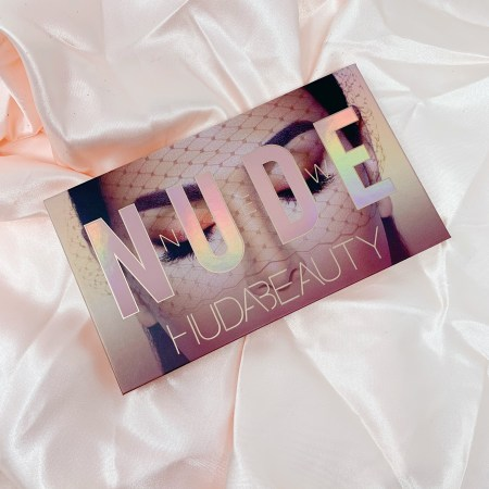 Huda Beauty New Nude Palette 01