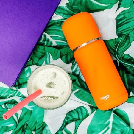 Vejo review - personal pod blender for smoothies - orange blender, iced matcha latte, purple book
