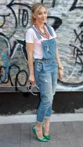 Boyfriend-jeans style with stilettos for a casual-chic look