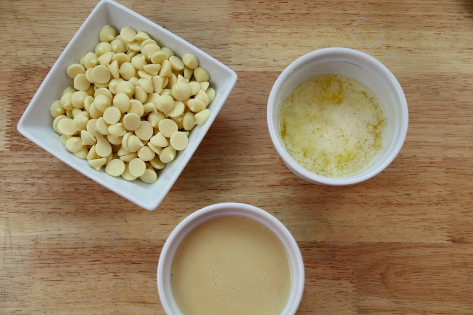 No Bake Hot Cocoa Eggnog Fudge with Marshmallows Recipe | AlwaysMovingMommy.com