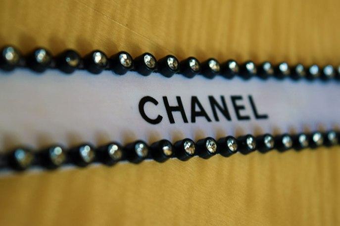 Chanel Ribbon D-I-Y Choker. Alwaysuttori.com. 2016.