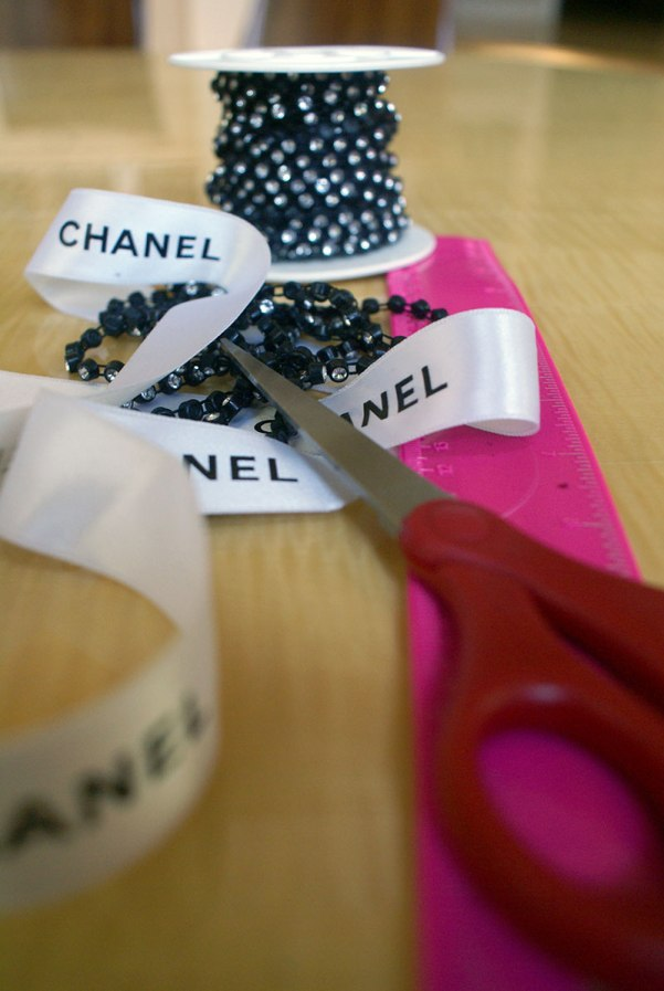 Chanel Ribbon D-I-Y Choker. Materials. Alwaysuttori.com. 2016.