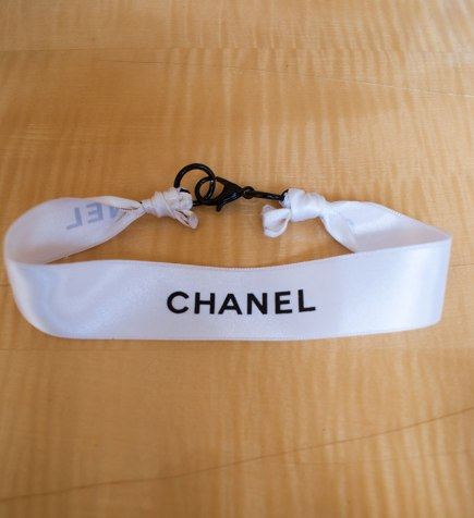 Chanel Ribbon D-I-Y Choker. Finished plain look. Alwaysuttori.com. 2016.