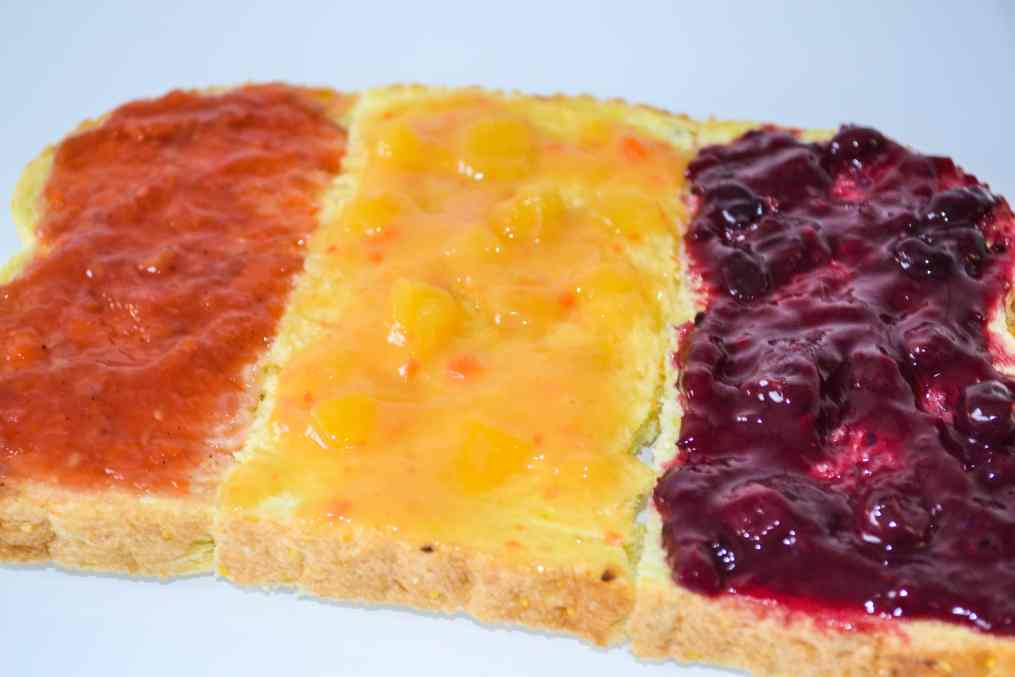 Brood belegd met fruitspreads van Yespers