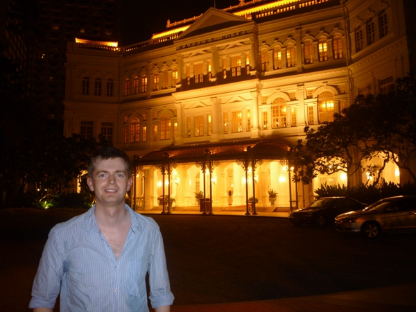 Hot Alex in front of the Raffles Hotel, Singapore
