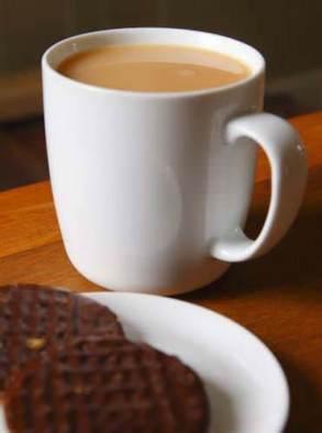 Kahve sarhoş bir insanın ayılmasına yardımcı olmaz. Hatta çoğu zaman alkolün etkisinin artmasına yol açar.