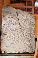 Bu 120 milyon yıllık taş parçasının yüzeyi ,Ural Bölgesini gösteren (tabiri caizse) bir haritayla kaplıdır. Görünüşe göre bu kadar eski bir haritanın olması imkansızdır. Bashkir State Üniversitesindeki bilim adamları , çok eski zamanlarda , gelişmiş uygarlıkların olduğuna dair kanıtlardan biri olarak yorumluyorlar eseri. Bu greçektende insan eliyle yapılmış bir rölyeftir. Günümüz askeri haritaları ile neredeyse aynı karakterik özellikleri sergilemektedir. Harita sivil çalışmaları göstermekte yani uzunluğu 12.000 Km ' yi bulan kanallar , nehirlere çekilen çitler , güçlü barajlar... Kanallardan çokta uzakta olmayan yerde elmas biçimindeki yerler gösterilmiştir.( Ne anlattığı bilinmemektedir). Ayrıca harita bazı yazılarıda içermektedir. Hatta sayılar bile vardır. Bilim adamları önce bunun eski çince olduğunu düşündüler. Daha sonra bu düşünce bilinmeyen bir kaynağa ait hiyeroglif - syllabic türü yazıya dönmüştür. Bilim adamları bu yazıları şimdiye kadar çözemediler.