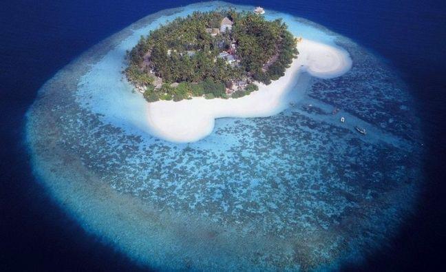 MALDİV CUMHURİYETİ – Bir adanın kuşbakışı görünümü