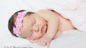 Welcoming a new addition to this world | Nora's newborn photos