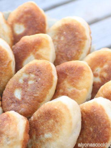 piroshki-pirozhki-belyashi-potatoes-fried-dough-stuffed dough-ukrainian-traditional-classic-russian-беляши-