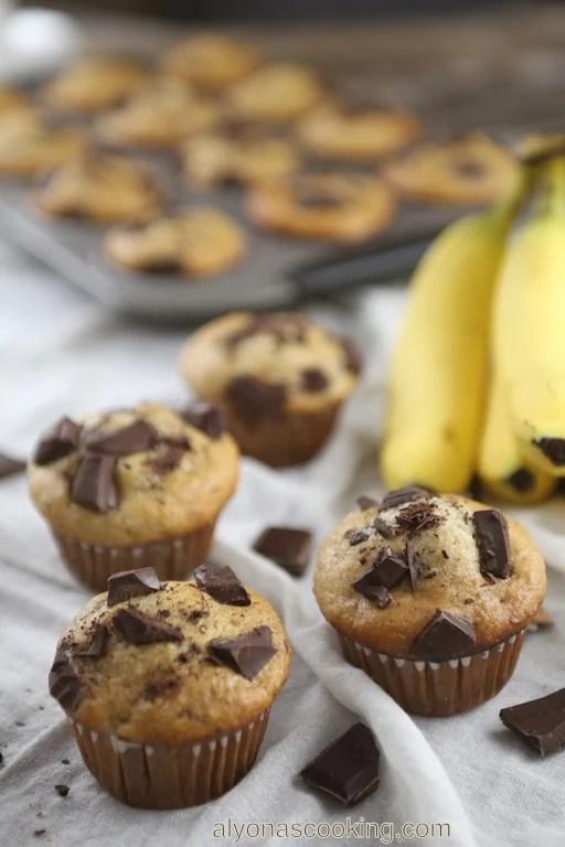 moist banana muffins recipe, moist, chocolate chunks, muffins, bananas, easy, super moist, easy recipe, mayonnaise