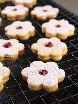 crunchy-jam-filled-cookies-