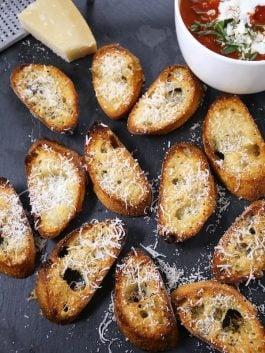 parmesan-garlic-crostini-baguette-slices-recipe