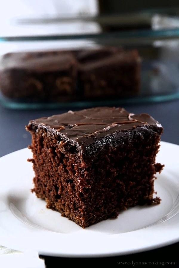 one-bowl-chocolate-cake-recipe-alyonascooking-fudge-icing-