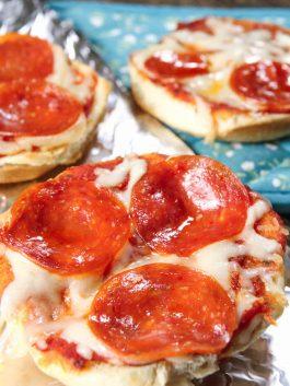 pizza-on-bread-recipe-pizza-toast-bread-pizza