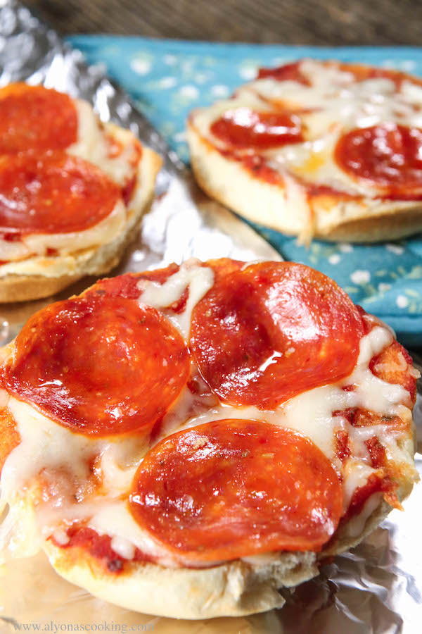 pizza-on-bread-recipe-pizza-toast-bread-pizza