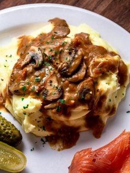 brown-mushroom-gravy