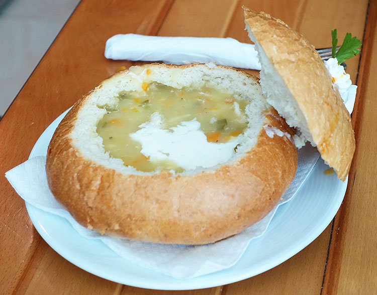 Divaka_traditional-soup-in-bread