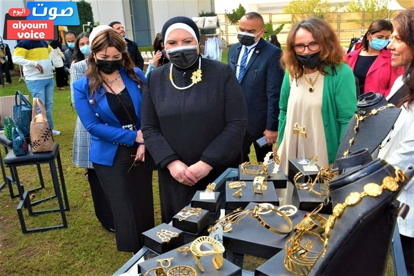 """وزيرة التجارة تفتتح معرض """"صنع في مصر"""" بمتحف القوات الجوية"""