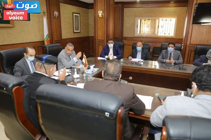 محافظ سوهاج يترأس اجتماع لجنتي مراجعة تراخيص البناء والاشتراطات البنائية