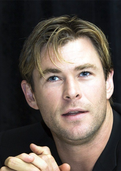 Chris-Hemsworth-Short-Straight-Hairstyle Most Coolest And Hottest Formal Haircuts For Men