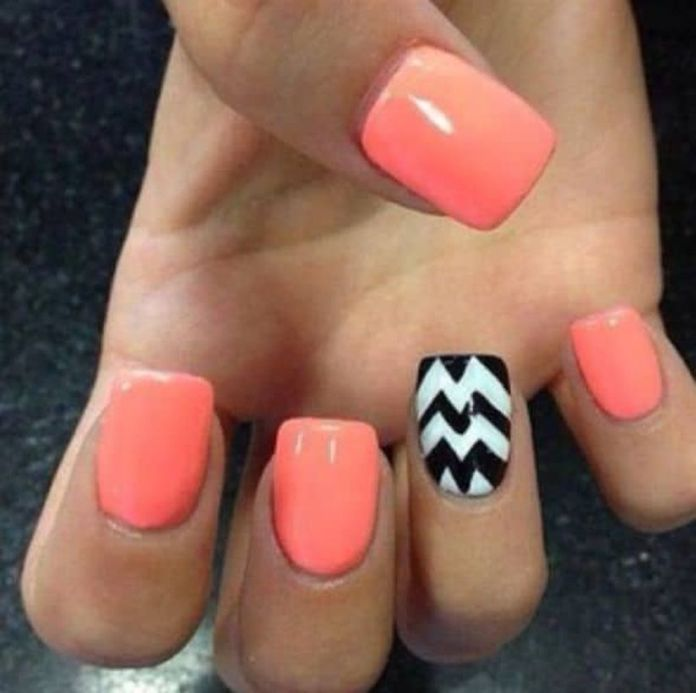 Chevron-pattern-can-be-used-in-accent-nail-design-very-effectively.-Paint-your-nails-with-peach-or-light-pink-color.-Then-use-black-and-white-chevron-pattern-on-the-accent-nails.-1 2020 Fantastic Nail Design Ideas with Simple Accents