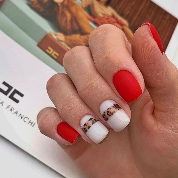 accent-nails-easy-ways-mani-glitter-lines 2020 Fantastic Nail Design Ideas with Simple Accents