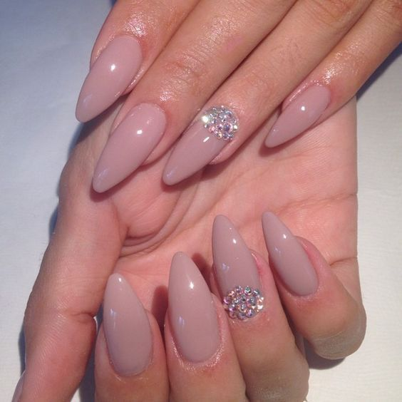 rhinestone-accents-on-the-pink-nail Perfect Ideas for Pink Nails to Finish Feminine Look