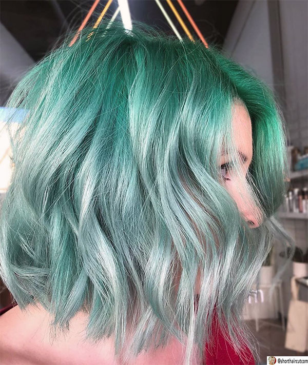 green-hair-with-lowlights-1 20 Short and Green Hairstyles You Will Want to Copy