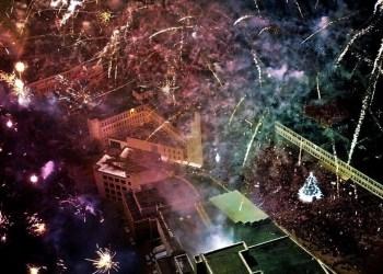 Didžiausia Alytaus miesto Kalėdų eglė Rotušės aikštėje šiemet sužibs pirmąjį gruodžio šeštadienį, o miesto centro dangų nutvieks šventinės ugnys