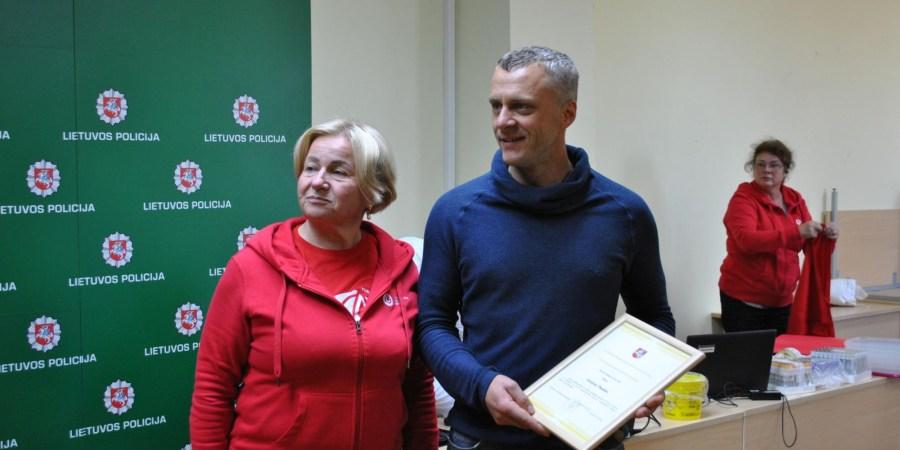 Pareigūnas G. Platūkis jau daugiau nei 30 kartų yra davęs kraujo ir pagal Nacionalinio kraujo centro duomenis, Alytuje jis pirmasis nusipelnė šio apdovanojimo