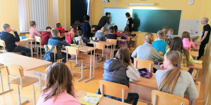 Manoma, kad mokinio krepšelį pakeisiantis klasės krepšelio finansavimo modelis užtikrins tikslingesnį lėšų panaudojimą, mažoms mokykloms suteiks didesnio stabilumo, o didelėms mokykloms nebeliks finansinės paskatos turėti perpildytas klases