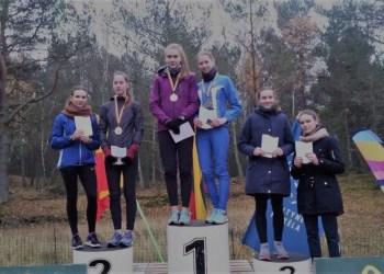 Alytiškė bėgikė D. Petraškaitė (nuotraukoje - antra iš kaitės)