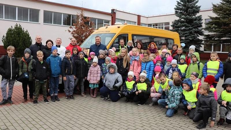 Į Butrimonių gimnaziją atriedėjo geltonasis mokyklinis autobusas