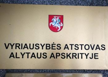 Vyriausybės atstovės Alytaus apskrityje pareigas eina socialdemokratė O. Balevičiūtė, prieš jos užimamos tarnybos reformą pasisako alytiškis socialdemokratas Seimo narys J. Sabatauskas