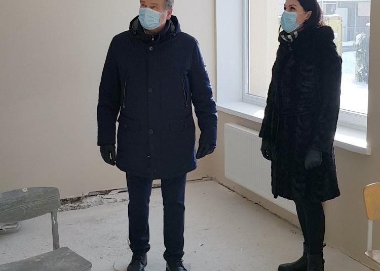 Remontuojamas Butrimonių vaikų dienos centro patalpas apžiūrėjo ir darbų eiga domėjosi savivaldybės meras A. Vrubliauskas ir administracijos direktorė G. Jociunskaitė