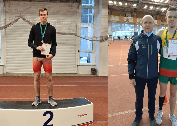 Antrosios vietos laimėtojas K. Akulis (kairėje), trečią vietą iškovojęs J. Gudauskas (dešinėje) su treneriu A. Klebausku