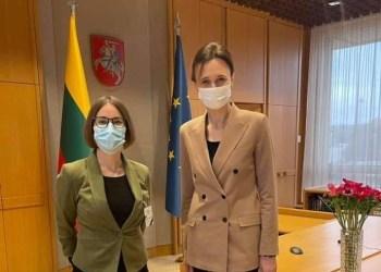 B. Sabatauskaitė su ją į Lygių galimybių kontrolieriaus tarnybos vadovo postą rekomendavusia Seimo pirmininke V. Čmilyte-Nielsen