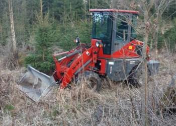 """Stabdomas """"Wolf WL100"""" šalindamasis kliudė tarnyboje buvusį pareigūną. Transporto priemonė po įvykio rasta miške. Alytaus apskr. VPK nuotr."""