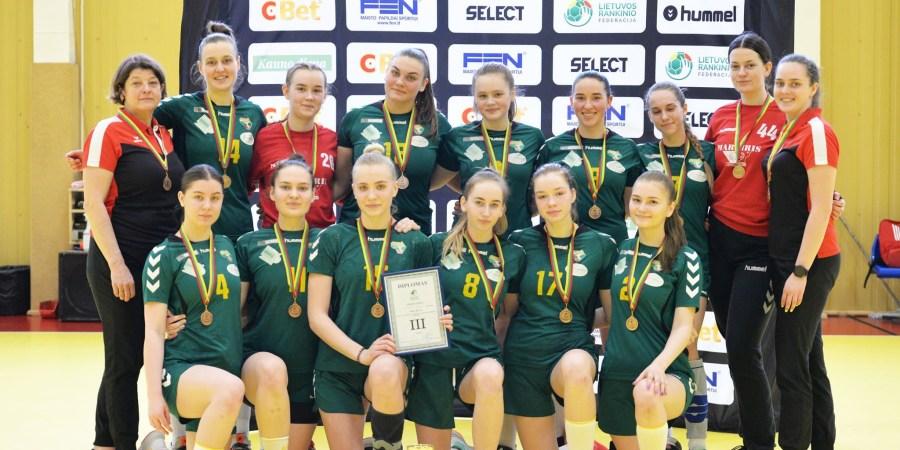 Lietuvos jaunimo U-19 pirmenybių bronzos laimėtojos – Alytaus sporto ir rekreacijos centro (SRC) komandos rankininkės. Ramūnės Motiejūnaitės nuotr.