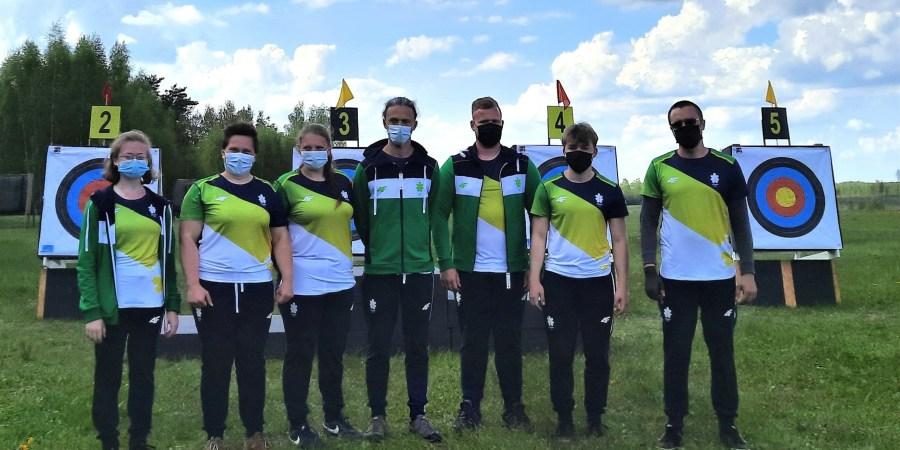 Šešių narių Lietuvos rinktinę sudaro trys alytiškiai lankininkai. Mūsų šalies rinktinės treneris varžybose Turkijoje – taip pat alytiškis U. Timinskas (nuotraukos viduryje)