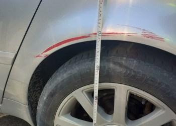 """Į šį """"Audi A6"""" atsitrenkė ir jį apgadino raudonos spalvos automobilis. Alytaus aps. VPK. nuotr."""