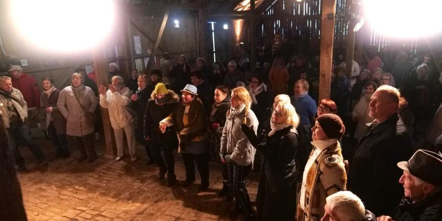 Žiūrovai sugrįžo į klojimo teatrą Balkūnuose. D. Jakubavičiaus nuotraukos