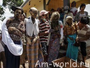 Жуткие похороны в деревнях тораджи